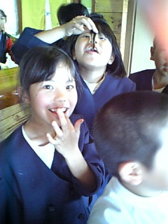 奄美大島節田小学校黒糖作り